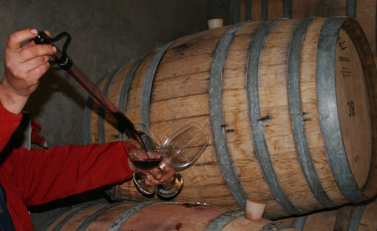 D3-2-La-Azul-winery-Barrel-tasting-at